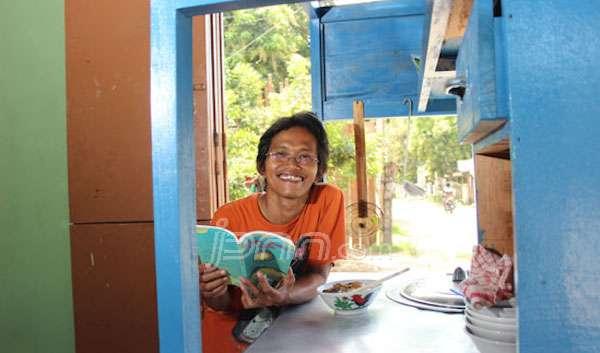 Aveus Har http://www.jpnn.com/read/2015/04/16/298353/Aveus-Har-Suharso,-Penjual-Mi-Ayam-yang-Novelis-Produktif source